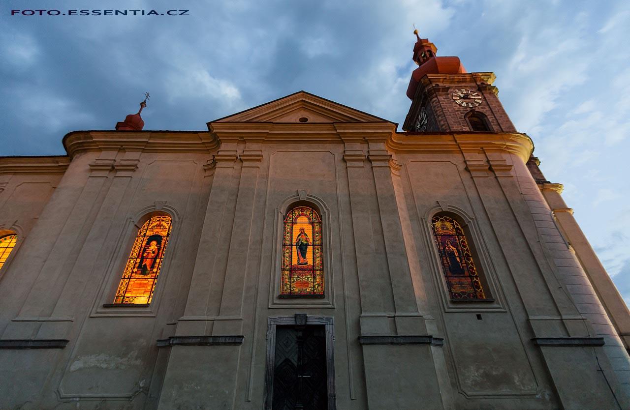 Noční kostel svatého Jiří