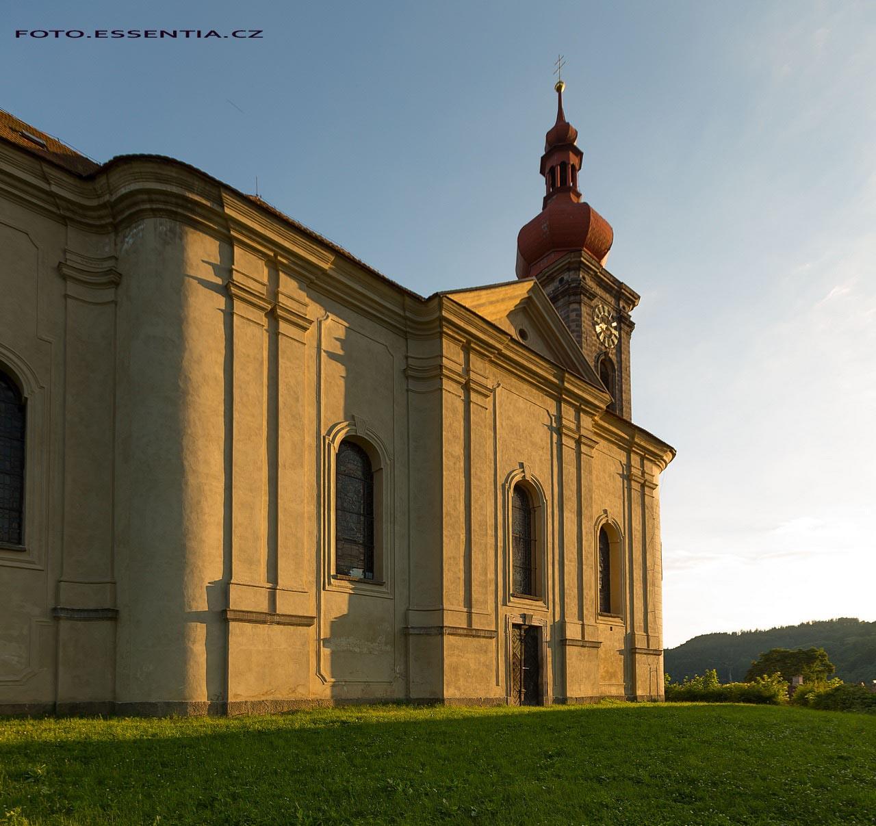 Zapadající slunce na kostele sv. Jiří